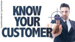 Photo: Lettering 'Know your customer' and business man pressing on crosshairs; copyright: panthermedia.net / gustavofrazao