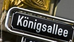 An old street sign with the inscription Königsallee (king's avenue); copyright: PantherMedia/Juliane Jacobs